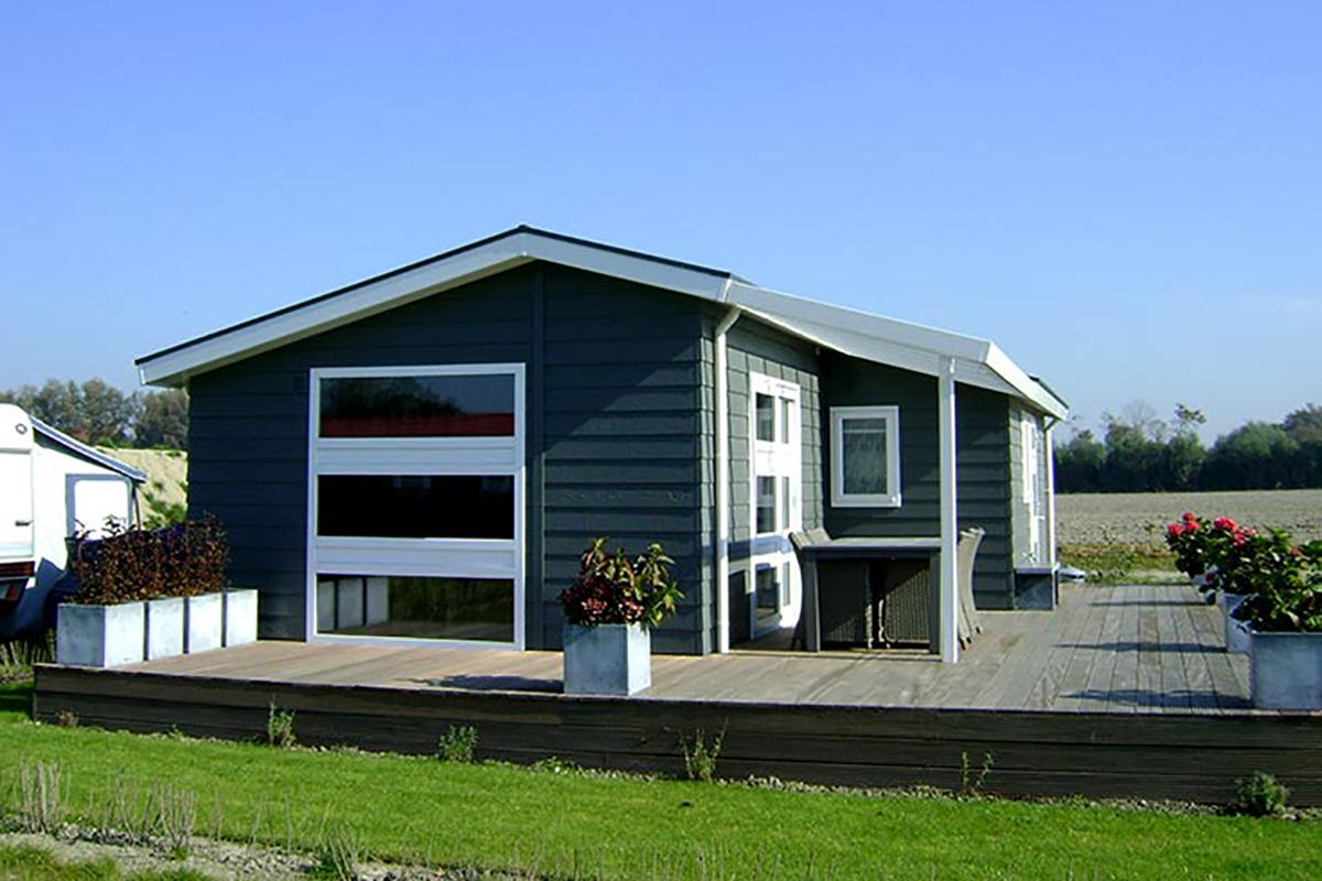 3. Carlington Mobilheim mit Standarddach und großer Terrasse
