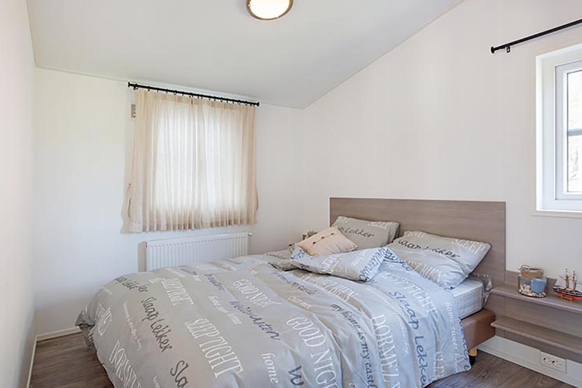 5. Carlington MobilheimHauptschlafzimmer mit Standardbett